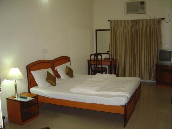OYO 2052 Hotel Compact Green View : The Deluxe Room