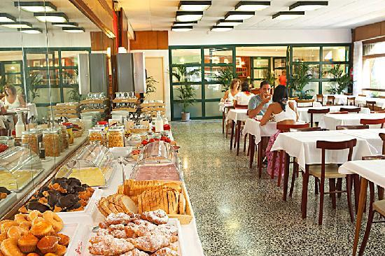 Hotel Bell Repos: breakfast