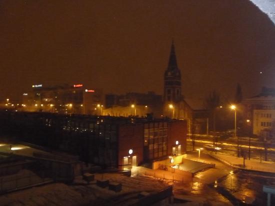 Danubius Hotel Arena: Blick vom Hotelzimmerbalkon zur U-Bahn-Station