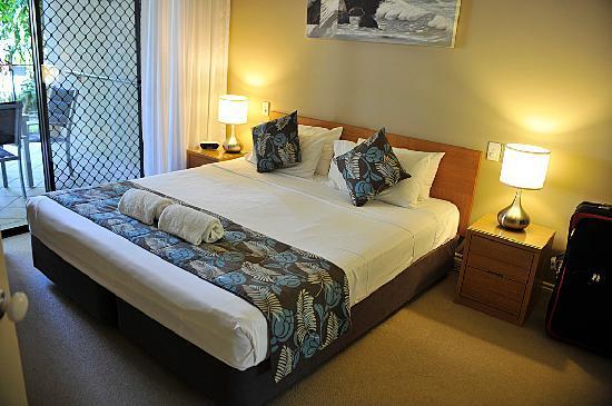 Trinity Links Resort and Apartments: Main Bedroom