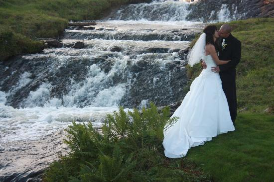 The Wilds at Salmonier River: bride & Groom on 17th hole