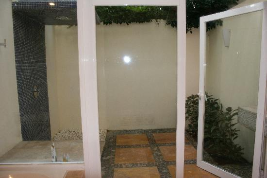 Presidente Inter-Continental Cozumel Resort & Spa: outdoor shower