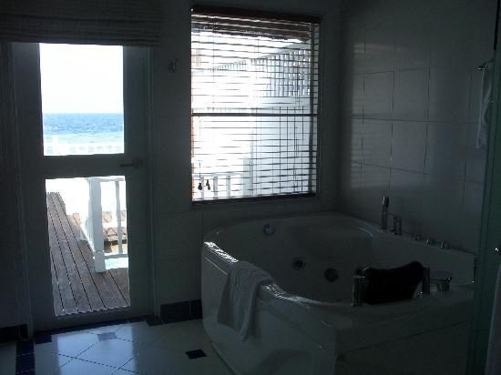 Centara Grand Island Resort & Spa Maldives: Bathroom