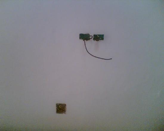 Hotel Don Pedro de Heredia: Exposed electric wiring in the guest lounge area