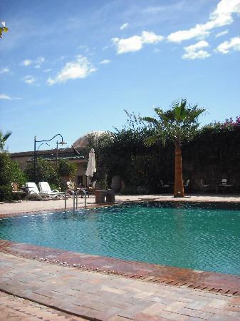 Hotel Dar Zitoune: Pool area