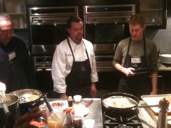 700 Kitchen Cooking School : Chef Darin instructs the finer points of preparing fried green tomatoes