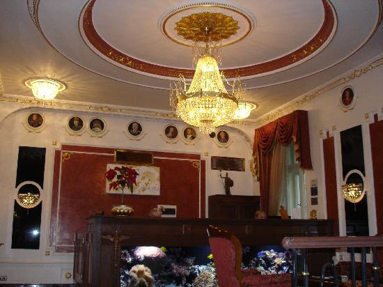 Hotel General: Hotel reception
