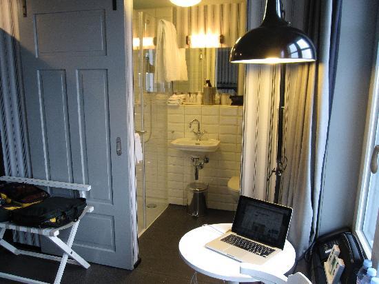 Boutique Hotel Helvetia: bathroom with Kiehl's amenities
