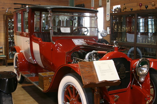 Fort Lauderdale Antique Car Museum: Early Packard Limousine