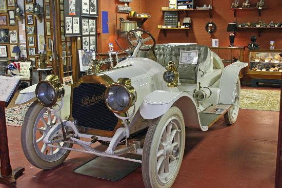 Fort Lauderdale Antique Car Museum: 1909 Packard Speedster Runabout