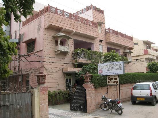 Hotel Karni Niwas : Karni Niwas , front view