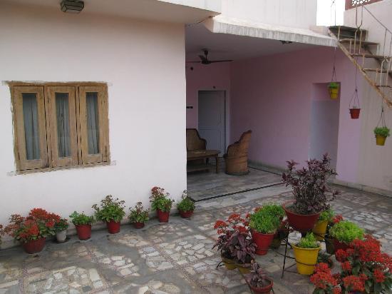Hotel Karni Niwas : Balcony