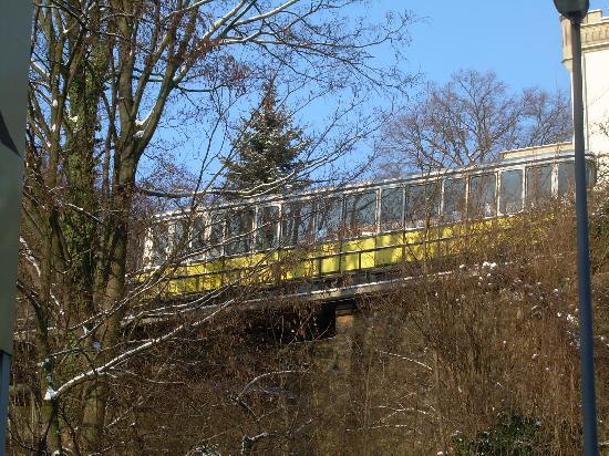 Gästehaus Loschwitz: Standseilbahn fährt oberhalb