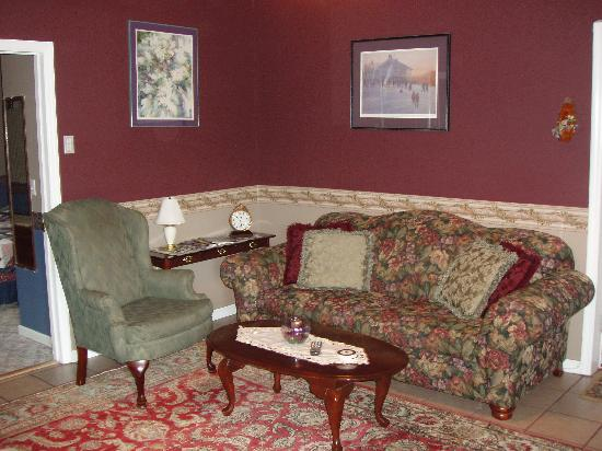 Gateway Inn & Suites of Cooperstown: Suites With Livingrooms