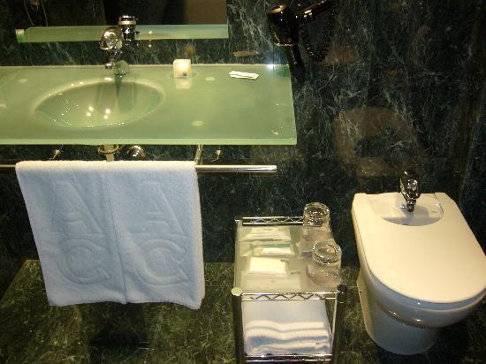 AC Hotel Zaragoza Los Enlaces: Baño