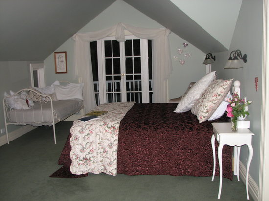 Oakwood Boutique B&B: Juliet room-makes you feel like royalty!