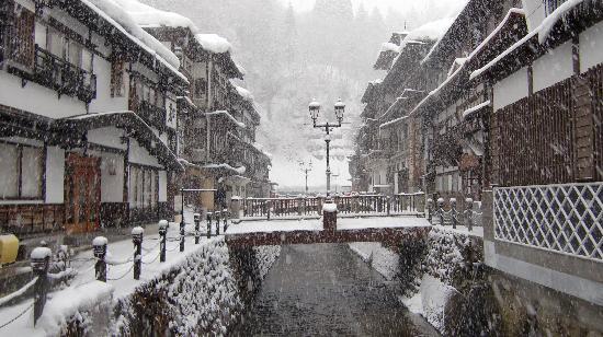Notoya Ryokan: 雪の銀山温泉です。