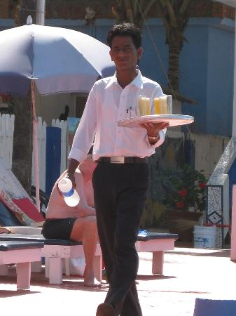 Empire Beach Resort Hotel: Raj Pool Waiter