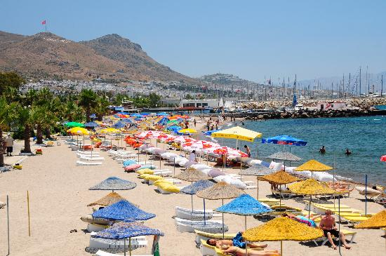 Turgutreis Beach by yilenes