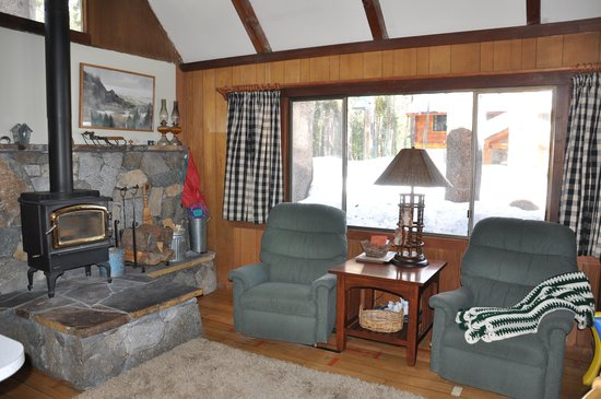 Donner Lake Inn Bed and Breakfast: downstairs room