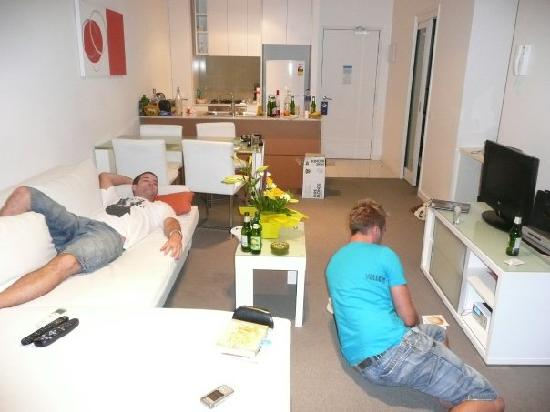 Milano Serviced Apartments: Milano Two Bed Delux Lounge/Kitchen