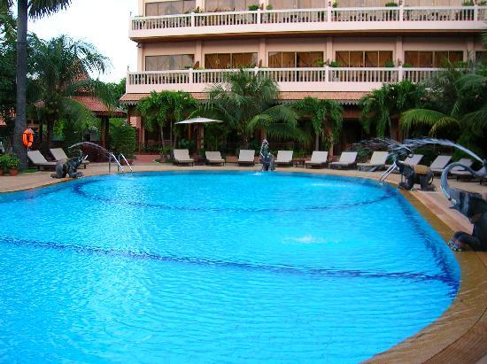 Apsara Angkor Resort & Conference: la piscina
