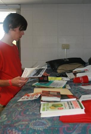 Western Kentucky University : Jeff looking at all the stuff he's been given to read already!