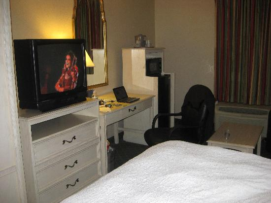 Hampton Inn Winchester-University/Mall Area: desk