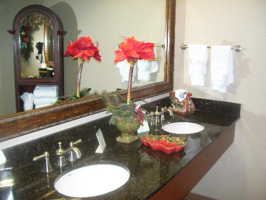 The Inn at Christmas Place: bathroom