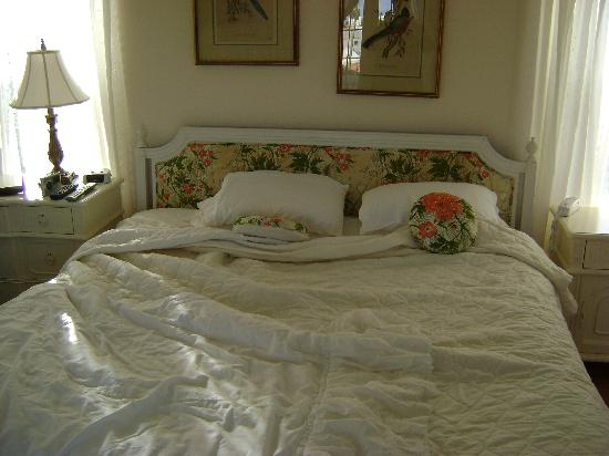 Edgehill Manor Guest House Beautiful Bed In Room 13