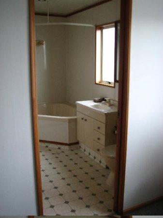 ASURE Chelsea Gateway Motor Lodge: Upstairs bathroom
