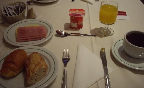 Hotel Alvorada: 朝食。