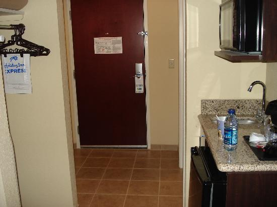 Holiday Inn Express Hotel & Suites Bartlesville: Entry way