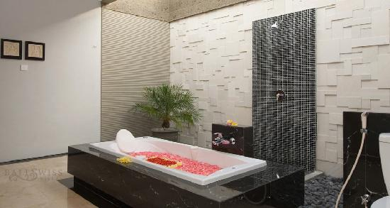 Bali Swiss Villa: Bathroom