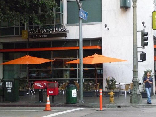 Wolfgang Puck Bar & Grill - LA Live : Wolfgang puck: it wasn't that great.