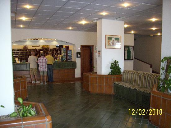 Castle Harbour Apartments : Reception area