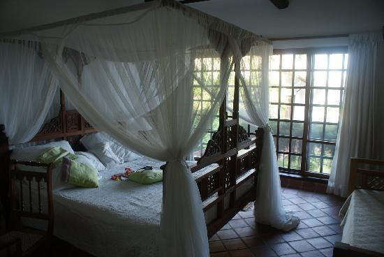 Diani Blue: Bed room with flowers everyday on the bed
