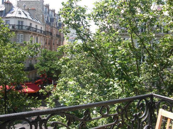 Bed and Breakfast Delareynie : Veiw outsite on balcony room 2