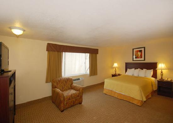 Quality Inn & Suites Toppenish - Yakima Valley: suite