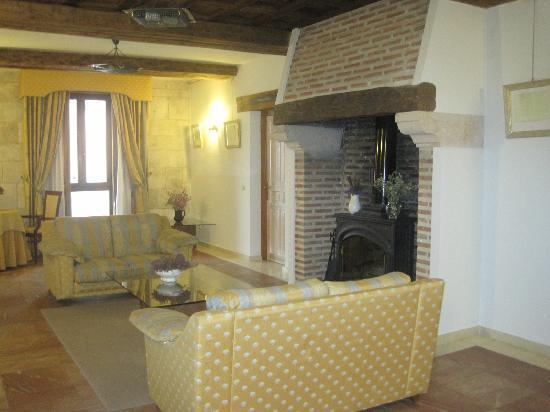 Palacio de Esquileo: Salón desde donde se entra a las habitaciones