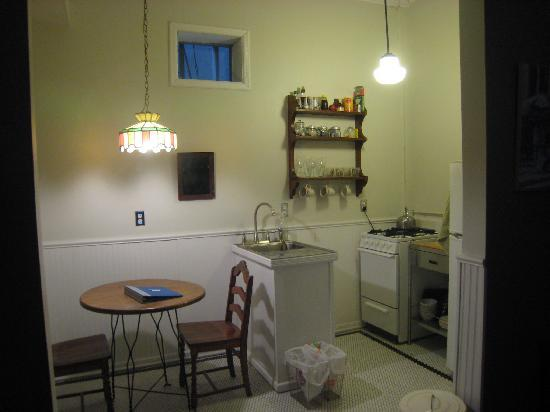 Jones Street Guesthouse: kitchen