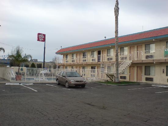 Vagabond Inn Bakersfield South: Habitaciones desde fuera