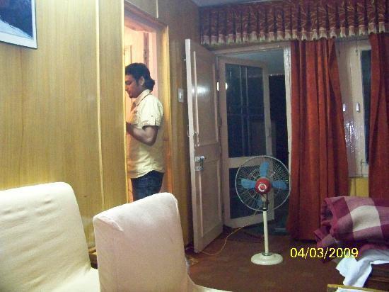 Hotel Shangri-La: Room