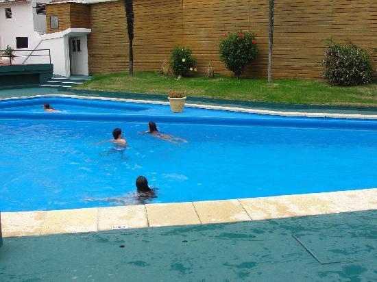 Hotel Peninsula: piscina