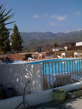 Three Rivers, CA: Pool at the Western Holiday Lodge 2/10