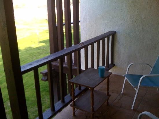 Три-Риверс, Калифорния: our balcony patio at the Western Holiday Lodge, Three Rivers