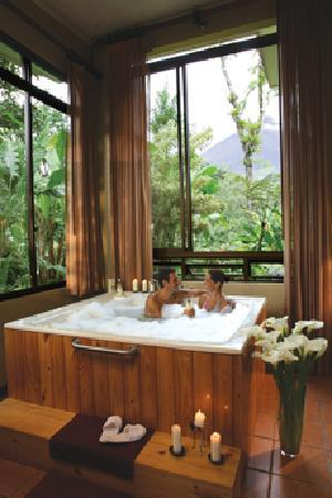 Arenal Kioro Suites & Spa: Honeymoon treatment