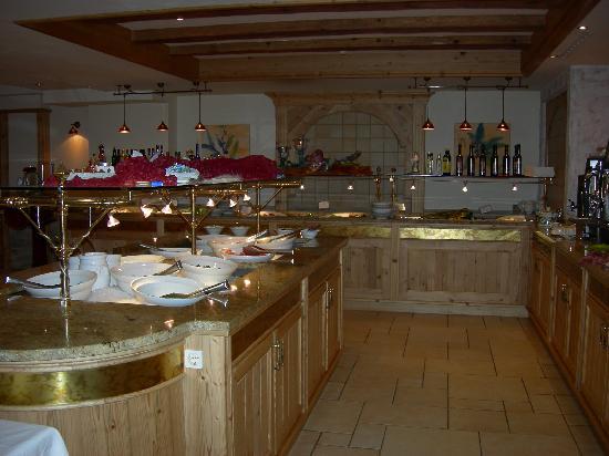 DolceVita Hotel Preidlhof: Brunch a buffet