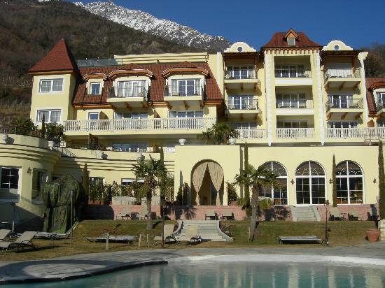 DolceVita Hotel Preidlhof: Esterno e piscine