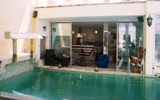 Dar om el Khair : salon sur piscine